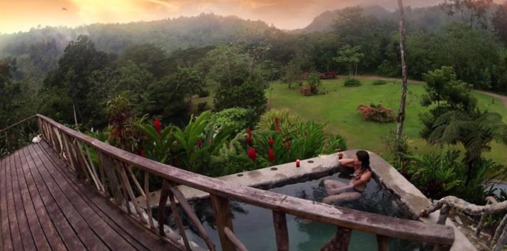 Spring fed hot tub in the forest in Costa Rica