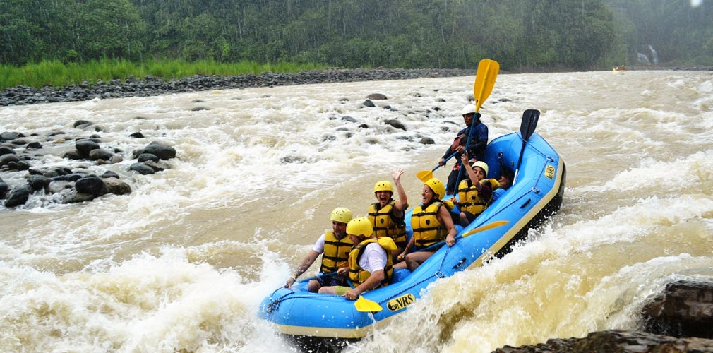 Rafting in the rainforest Costa Rica